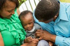 Famiglia felice dell'afroamericano Fotografie Stock Libere da Diritti