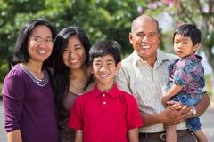 Famiglia felice dell'isola Immagini Stock Libere da Diritti