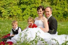 Famiglia felice di cerimonia nuziale Fotografie Stock Libere da Diritti