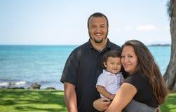 Famiglia felice e giovane dell'isola Fotografia Stock Libera da Diritti