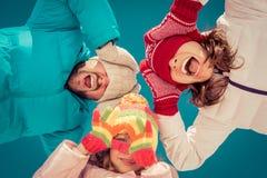 Famiglia felice in inverno Immagini Stock