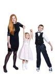 Famiglia felice isolata su fondo bianco Fotografia Stock