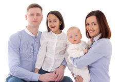 Famiglia felice - padre, madre, derivato e figlio isolati su briciolo Immagini Stock