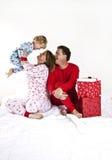 Famiglia felice su natale Fotografie Stock Libere da Diritti