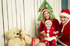 Famiglia felice su natale Fotografia Stock Libera da Diritti