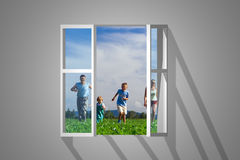 Famiglia in finestra fotografia stock libera da diritti