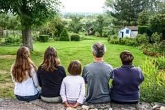 Famiglia francese preoccupata dell'agricoltore Fotografie Stock Libere da Diritti