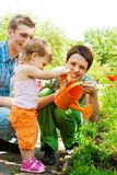 Famiglia in giardino Immagine Stock Libera da Diritti