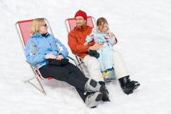 Famiglia in inverno fotografie stock