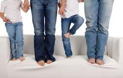 Famiglia in jeans immagine stock