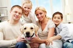 Famiglia media Fotografia Stock Libera da Diritti
