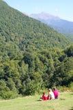 Famiglia in montagna Fotografia Stock Libera da Diritti