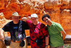 Famiglia Multi-ethnic nella sosta nazionale del canyon di Bryce Fotografie Stock Libere da Diritti
