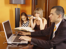 Famiglia nell'ufficio Fotografia Stock Libera da Diritti