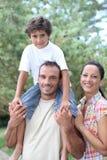 Famiglia nella campagna fotografia stock