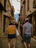Famiglia nella vecchia città di Creta fotografia stock libera da diritti