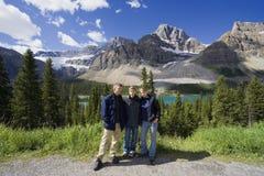 Famiglia nelle Montagne Rocciose Immagine Stock Libera da Diritti