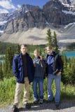 Famiglia nelle Montagne Rocciose Immagini Stock Libere da Diritti