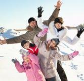 Famiglia in neve fotografie stock libere da diritti