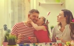 Famiglia pasqua a casa Fotografia Stock Libera da Diritti