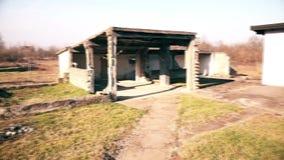 Famiglia rurale abbandonata archivi video