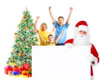 Famiglia, Santa ed albero di Natale Immagini Stock