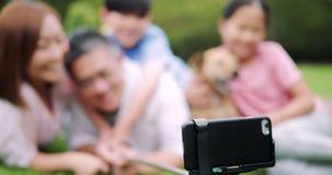 Famiglia Selfie nel giardino