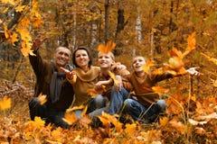 Famiglia sorridente felice Fotografie Stock Libere da Diritti