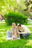 Famiglia in sosta Fotografia Stock