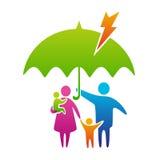Famiglia sotto l'ombrello Fotografie Stock