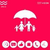 Famiglia sotto l'ombrello - la famiglia protegge l'icona Fotografie Stock Libere da Diritti