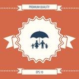 Famiglia sotto l'ombrello - la famiglia protegge l'icona Fotografia Stock