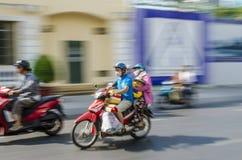 Famiglia su moto del motorino Fotografia Stock Libera da Diritti