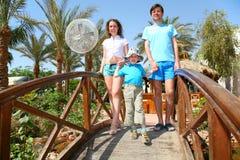 Famiglia sul ponte Fotografia Stock Libera da Diritti