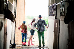 Famiglia sul ranch, azienda agricola Immagine Stock Libera da Diritti