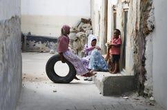 Famiglia sulla città della pietra della via Immagini Stock Libere da Diritti