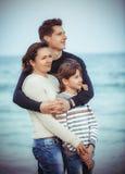 Famiglia sulla festa della spiaggia di estate Immagine Stock Libera da Diritti