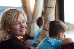 Famiglia sulla nave del passanger Fotografia Stock Libera da Diritti