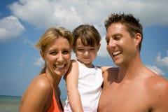 Famiglia sulla vacanza della spiaggia Immagine Stock Libera da Diritti