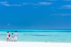 Famiglia sulla vacanza della spiaggia di estate Fotografia Stock