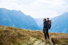 Famiglia un giorno di trekking nelle montagne Mangart, Julian Alps, parco nazionale, Slovenia, Europa Fotografia Stock
