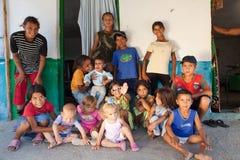 Famiglia zingaresca in Bulgaria Immagine Stock