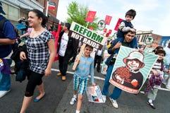Famiglie immigrate su marzo Immagini Stock Libere da Diritti
