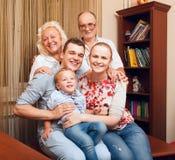 Famil? feliz grande en casa Fotos de archivo libres de regalías
