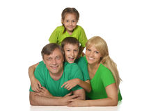 Familia agradable en brillante imagenes de archivo