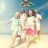 Familia alegre que juega por el concepto de la playa Imagen de archivo libre de regalías