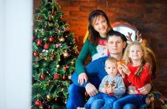 Familia antes de días de fiesta Fotografía de archivo libre de regalías