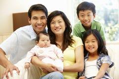 Familia asiática con el bebé Fotos de archivo