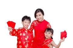 Familia asiática en vestido tradicional chino fotos de archivo