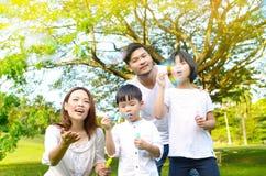 Familia asiática encantadora Fotografía de archivo